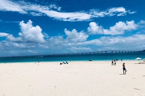 沖縄移住 海 与那覇前浜ビーチ